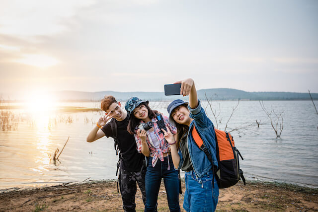 Try Out These Ideas For Making New Friends On Your Travels