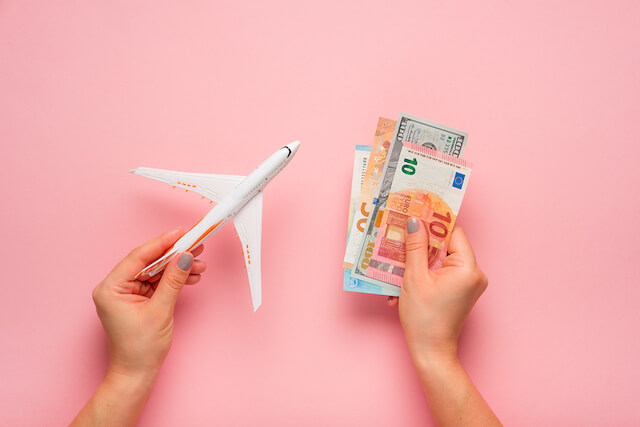 Ways To Keep Your Money Safe While Travelling Freely
